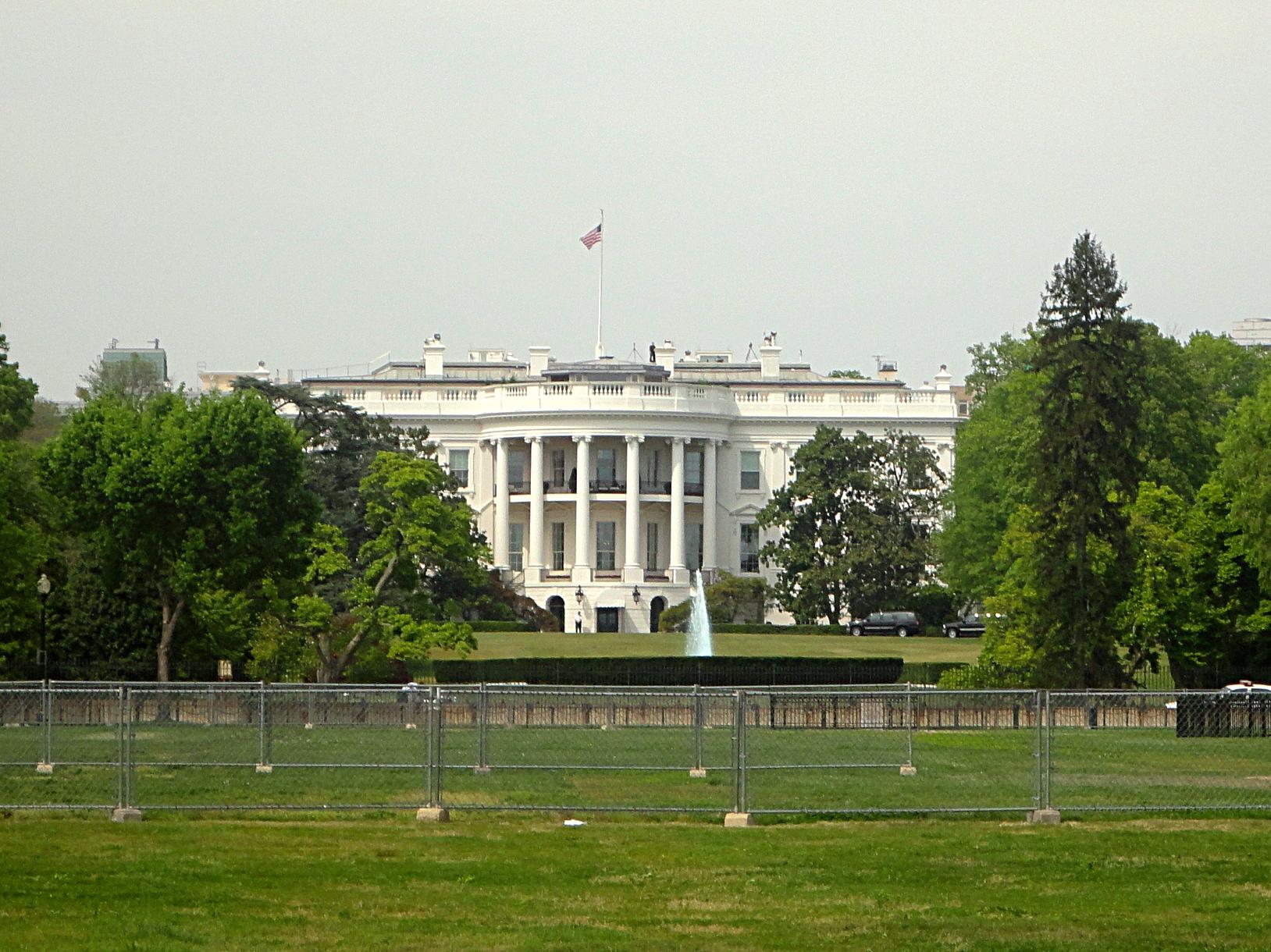 De la maison blanche que lon peut approcher plus facilement mais la photo la plus classique connue est celle de la facade sud coté parc et jardins