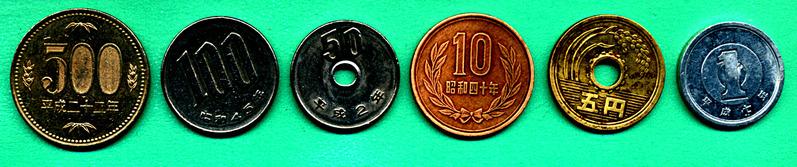 Recto : les pièces ont une valeur en chiffres à l'exception de la