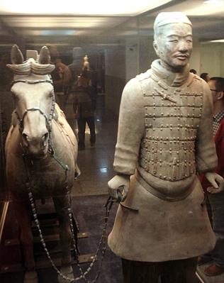 Armee de soldats en terre cuite XiAn_Soldat_et_son_cheval_t