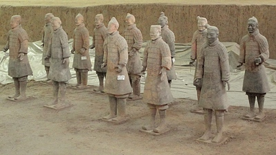 Armee de soldats en terre cuite XiAn_Soldats_en_renovation_t